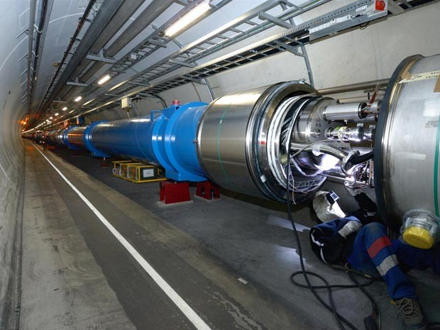 Estrutura do túnel de 27 km do LHC, construído na fronteira entre a França e a Suíça (Foto: Cern/Divulgação).